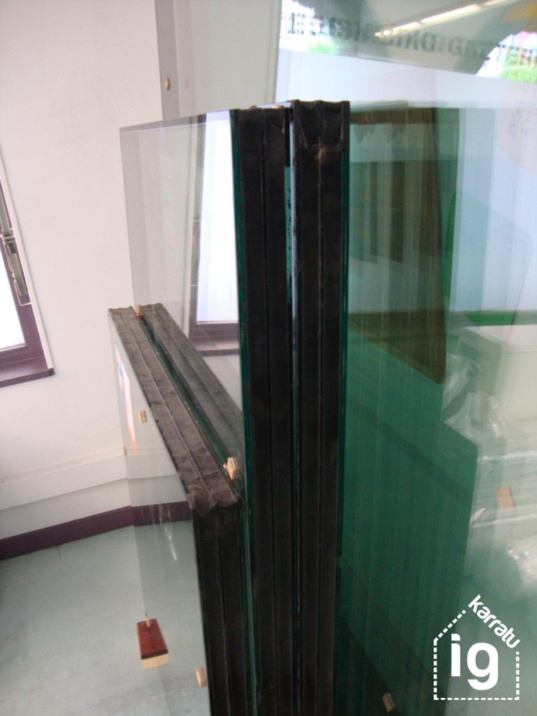 Reforma y mejora de la oficina y local de EGK: vidrios triples de seguridad